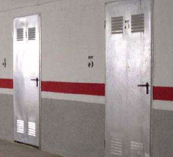 Puertas de trastero cerrajer a y mantenimiento de edificios - Puerta chapa galvanizada ...